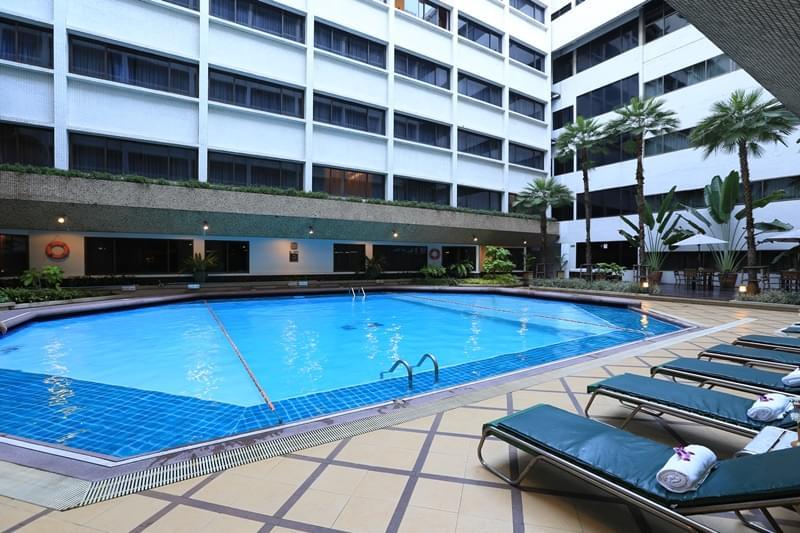 Asia Hotel Bangkok : สระว่ายน้ำ