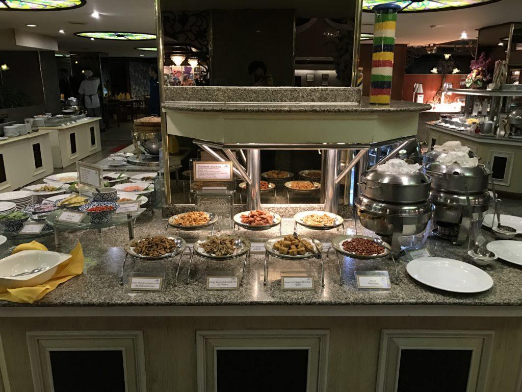 曼谷亚洲酒店 : บุฟเฟ่ต์ข้าวต้มรอบดึก @ Tivoli Coffee Shop