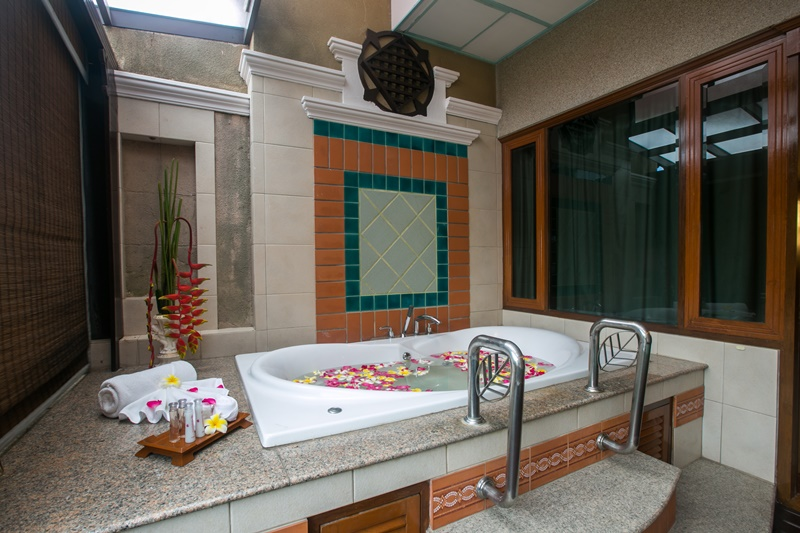 Asia Pattaya Hotel : Jacuzzi Room